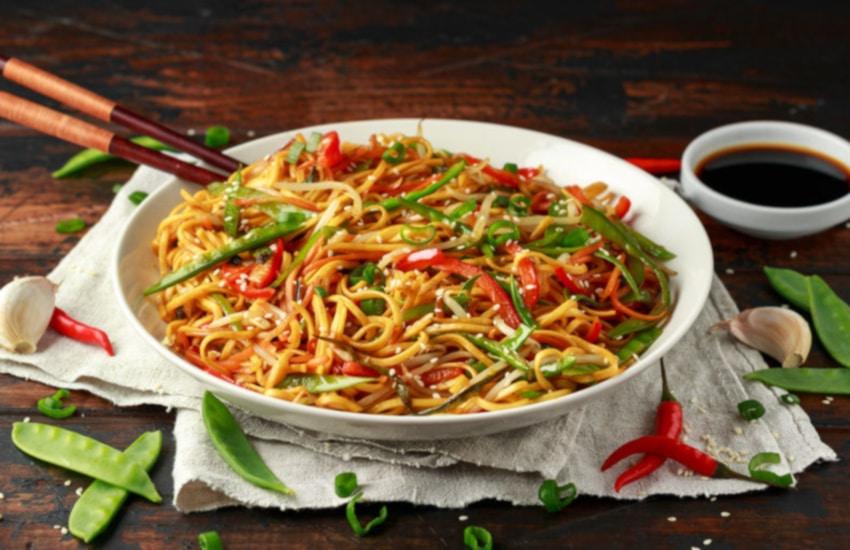 presentación de espaguetis con verduras